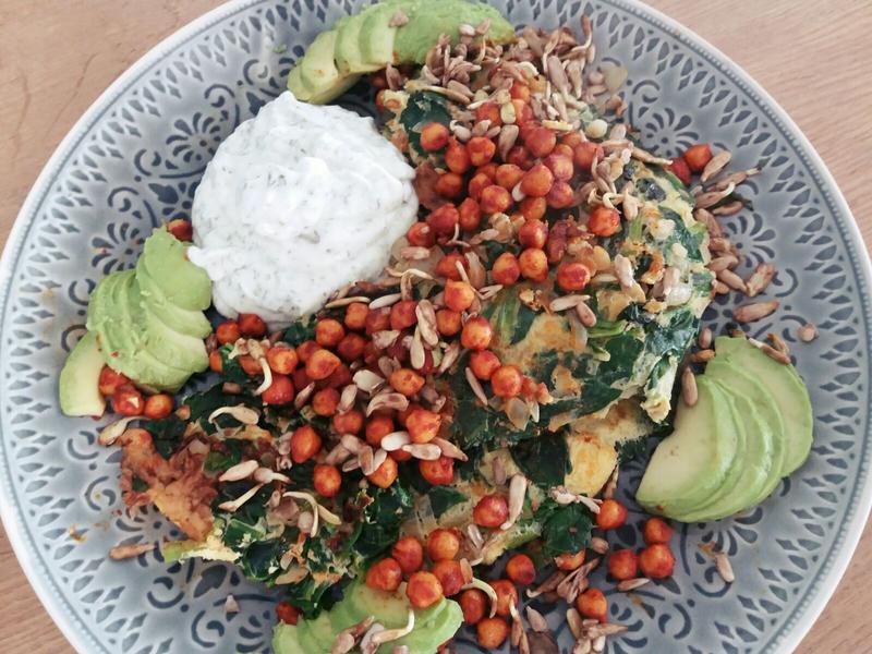 Spinazie omelet en yoghurtdip